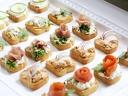 5 плата, 90 броя мини сандвичи и кроасанчета аранжирани и декорирани за директно сервиране