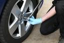Сезонна смяна на 2 броя гуми до 22 цола - сваляне, качване, демонтаж, монтаж и баланс