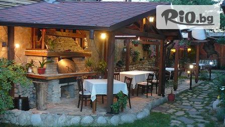 СКИ почивка в Банско! Нощувка в луксозен мезонет със закуска и вечеря + транспорт до пистите само за 43лв, от Хотел Кралев Двор