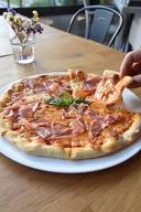Вкусна и хрупкава италианска пица на пещ по избор, от SanTe Bar &Kitchen
