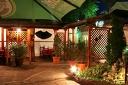 Хапни вкусно! Салата и Основно ястие с гарнитура по избор + жива музика, от Механа Камините