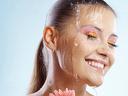 Почистване на лице - ръчно или с ултразвук + успокояваща и хидратираща терапия за 9,90 лв.