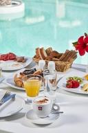 3 нощувки със закуски в хотел 3*/4* + самолетна програма от Варна, от Солвекс