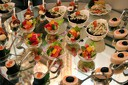 Плато вкусни хапки - 100, 149 или 170 броя - аранжирани и декорирани за директно сервиране