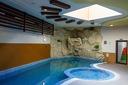 Зимна почивка в Банско! Нощувка със закуска + СПА център и вътрешен топъл басейн