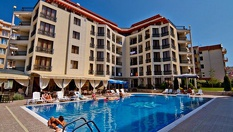 Страхотна почивка в Слънчев бряг! Нощувка със закуска, обяд и вечеря /по избор/ + басейн и VIP зона, от Хотел Camelot Residence 3*