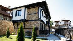 Еко комплекс Трите къщи, Лещен