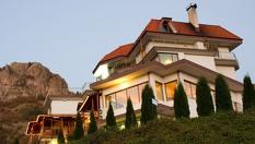 Релаксираща почивка край Смолянските езера! Нощувка със закуска + сауна и фитнес - за 24.90лв, от Хотел Кристал***