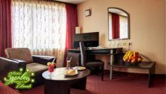 СПА релакс във Велинград през есента! Нощувка със закуска в двойна Лукс стая + СПА, минерални басейни и Бонус, от Хотел Здравец Wellness &Spa 4*