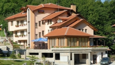 Есенна почивка в полите на Балкана! Нощувка със закуска и вечеря, от Семеен хотел Блян, село Чифлик