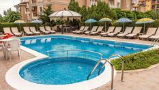 През Юни в Свети Влас на 150 метра от плажа! Нощувка със закуска + басейн, чадър и шезлонг, от Семеен хотел Венера 3*