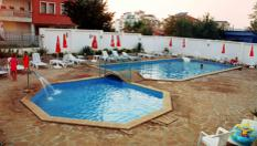 Цяло лято на море в Приморско! Нощувка със закуска и вечеря + басейн, шезлонг и чадър, от Хотел Алба фемили клуб