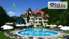 СПА почивка в Рибарица! Нощувка със закуска или закуска и вечеря + външен басейн, сауна и джакузи, от Хотел Evergreen Palace 3*