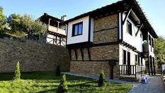 Трите къщи, село Лещен
