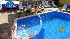 """Лято в Приморско! Нощувка + закуска и вечеря + ползване на външен басейн, чадър и шезлонг на цени от 24 лв в Хотел """"Пловдив"""", Приморско"""