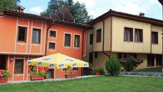 Почивка в Копривщица! Нощувка със закуска, с или без вечеря + басейн на цени от 24.90лв, Тодорини къщи