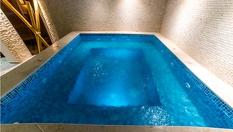 Хотел Аризона, Павел баня