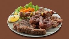 Скара за двама /600 грама/ - 2 кебапчета, 2 кюфтета и 2 баварски наденички с гарнитура пържени картофки на страхотната цена 7.99лв, от Бистро Папи