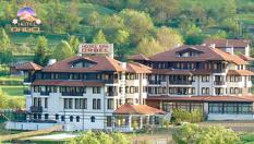 Гергьовден в Добринище! 3 или 4 нощувки със закуски и вечери /едната Празнична с DJ/ + вътрешен басейн с минерална вода и СПА, от Хотел Орбел 4*