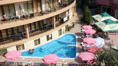 На море в Китен през цялото лято! Нощувка със закуска и вечеря за ДВАМА + открит басейн, шезлонг и чадър, от Хотел Съни Парадайз 3*