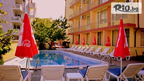 Късно лято в Слънчев бряг! Нощувка със закуска, по избор или на база All Inclusive + басейн, шезлонг и чадър, от Хотел Риор 3*