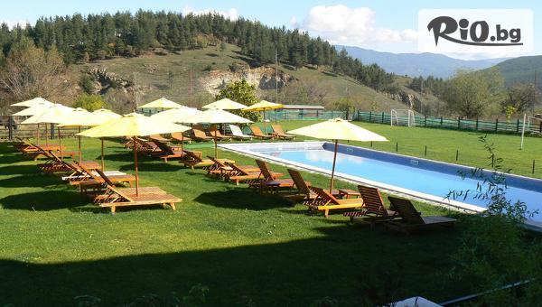 СПА почивка в Добринище! Нощувка със закуска + вътрешен, външен басейн и СПА с минерална вода, от Хотел Орбел