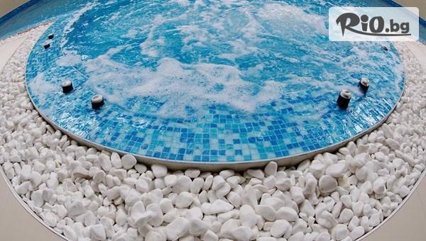 Уикенд почивка в Боровец до края на Юни! Нощувка със закуска и вечеря за до четирима + басейн и сауна, от Хотел Айсберг 4*