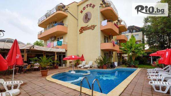 Лятна почивка в Лозенец! Нощувка със закуска + басейн и шезлонг, от Хотел Феникс 3* на 100 метра от плажа