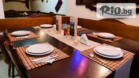 Нова година в Банско! 3 нощувки със закуски и вечери /едната Празнична с жива музика/ + сауна, от Бутиков хотел Holiday Group