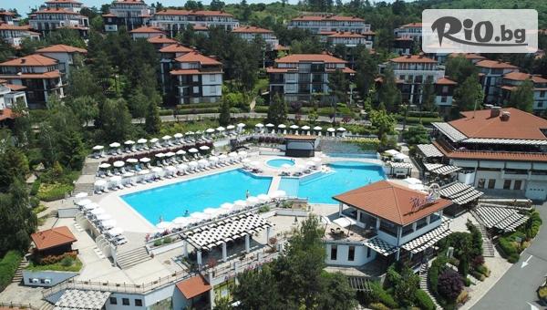 Лято в Созопол! Нощувка за до четирима + 2 безплатни шезлонга и чадър на плажа, 5 басейна с чадъри и шезлонги + БОНУСИ, от Ваканционно Селище Санта Марина
