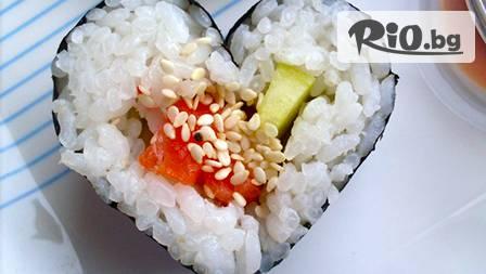 Любовен Суши сет за двама от 52 хапки уромаки и хосомаки под формата на сърце за 19,90 лв. от