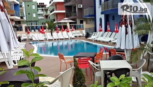 На море в Приморско през Май и Юни! Нощувка със закуска и вечеря /по избор/ + басейн, шезлонг и чадър, от Хотел Пенелопе - само на 50 метра от плажа
