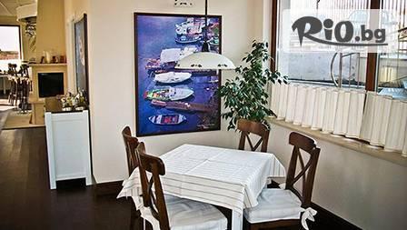 Нощувка, закуска и вечеря за двама в близост до морския бряг само за 35.30лв.!