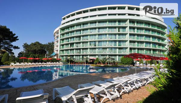 Почивка на първа линия в Слънчев бряг! Нощувка на база All Inclusive + басейн, шезлонг и чадър, от Хотел Колизеум 4*