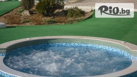 Зимна СПА почивка в Хисаря! Нощувка за 2-ма или 4-ма + ползване на външно джакузи с топла минерална вода на ценa от 47лв, в Комплекс Детелина