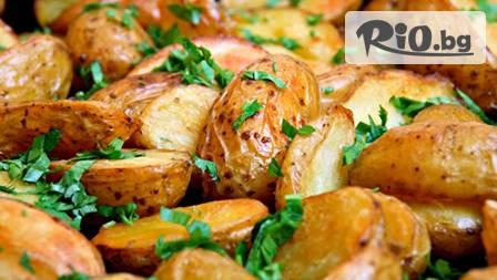 Пилешко филе на тиган с гъбен сос + задушени картофи със зеленчуци и чаша бяло вино за 6.60
