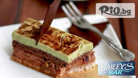 Ароматно кафе Richard и цитрусов фреш за 2,49лв и сладоледена торта Nestle Noisette от новооткрития Bailey's Bar