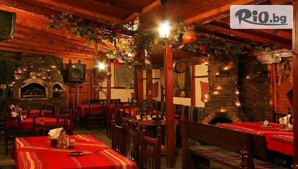 Салата и Основно ястие с гарнитура по избор + жива музика, от Механа Камините
