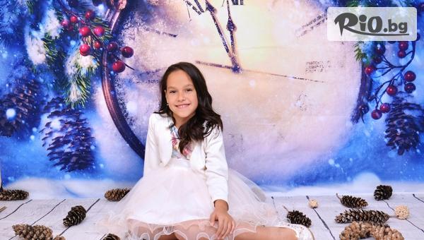 Коледна детска или семейна фотосесия с обработени кадри, снимки на хартия и празничен календар, от Фотостудио 4NG