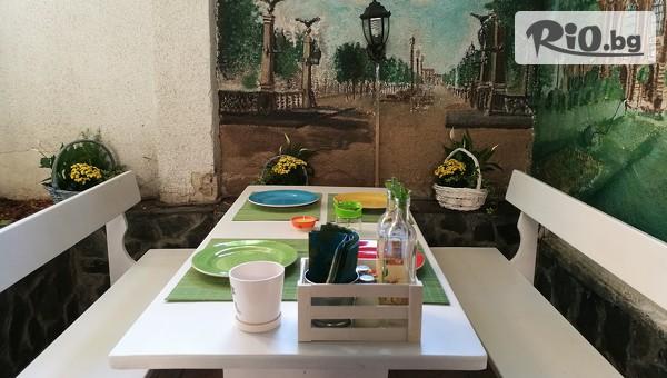Хапни вкусно в сърцето на София! Патешко магре + десерт плодов йогурт, от Ресторант градина Зелена зона