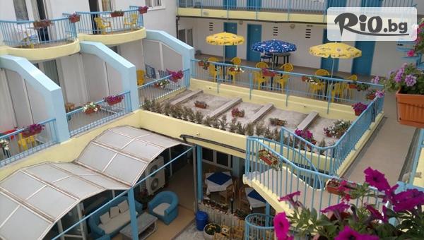 Късно лято в Златни пясъци! Нощувка на база All Inclusive Light в Хотел Мечта на метри от плажа