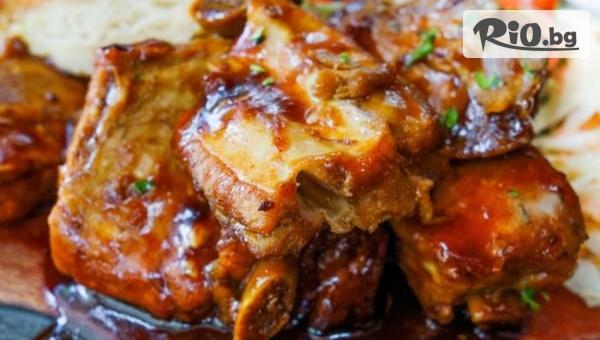 Задушен джолан без кост в гърне с гарнитура от картофено пюре и сос, от Кулинарна Работилница Deli4i