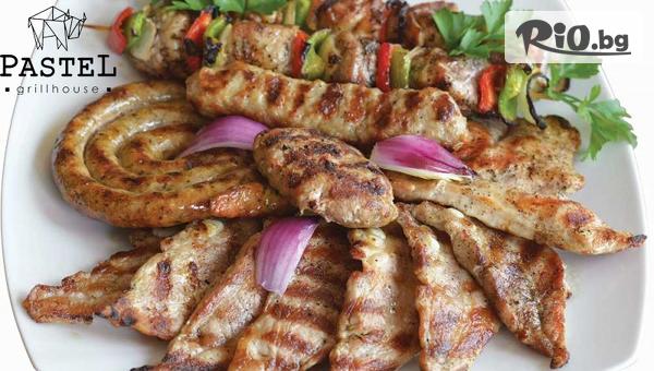 Вкусно двустепенно меню! Плато мешана скара с пържени картофи (1.400 г) + 2 Гръцки салати (800 г), от Pastel Grill House