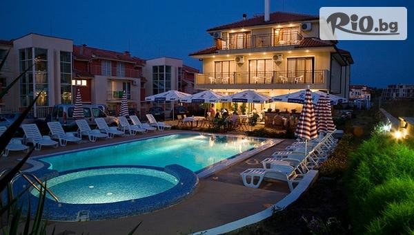 Ранни записвания за почивка в Созопол! Нощувка + басейн, чадър и шезлонг, от Хотел Музите 3*