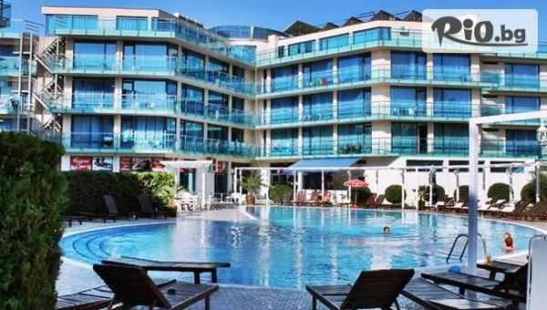 Почивка в Слънчев бряг през Май и Юни! Нощувка на база All Inclusive + басейн, шезлонг и чадър, от Хотел Синя Ривиера 3*