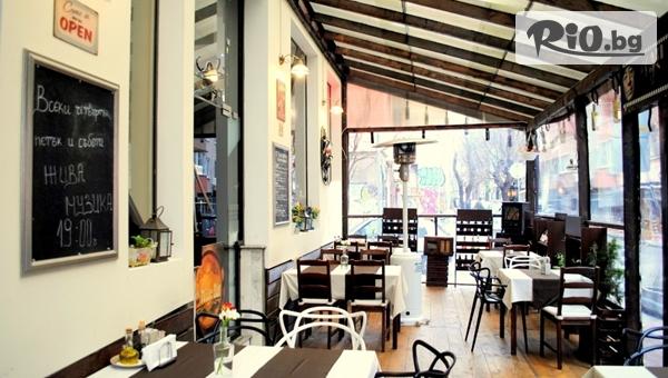 Апетитно хапване! Меча лапа с гарнитура печени картофи и зелена залата + жива музика, от BG Wine Restaurant