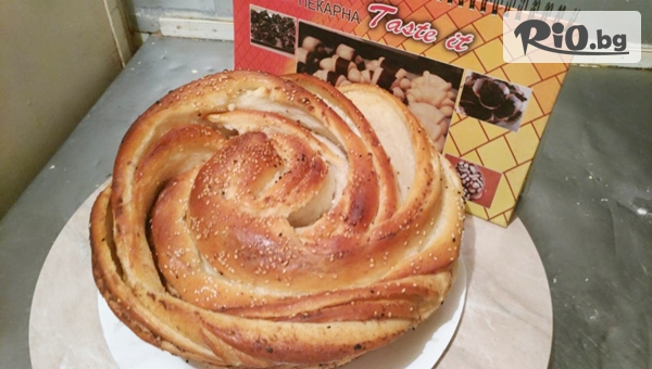 Питка Роза със сирене и масло или Сиропирана баница с локум и тахан халва или с кокос, шоколадови капки и портокалови корички, от Пекарна Taste It