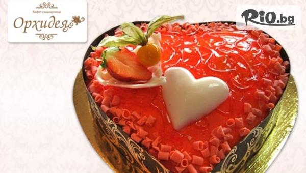 Торта Сърце по избор: сметана, ягоди или шоколадова глазура - 10 парчета, от Сладкарница Орхидея