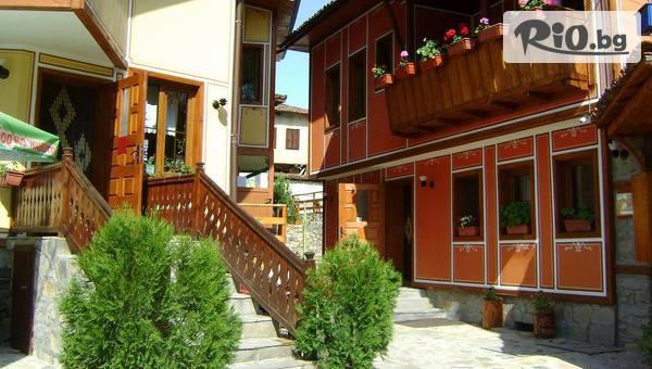 Почивка в Копривщица до края на Август! Нощувка със закуска и ползване на външен басейн, от Къщи за гости Тодорини къщи