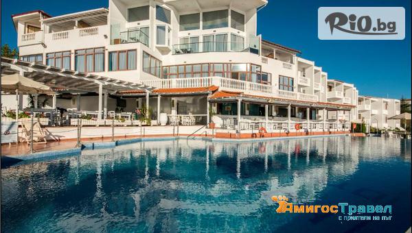 Last Minute почивка в Халкидики, Гърция! Нощувка със закуска и вечеря в Хотел Akti Ouranoupolis 3* на морски бряг + басейн, от Амигос Травъл